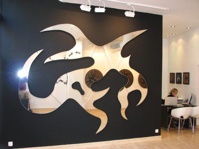 LA ESPORA VOYEUR HERMAFRODITA 2008 espejo recortado, 400 x 300 cms.